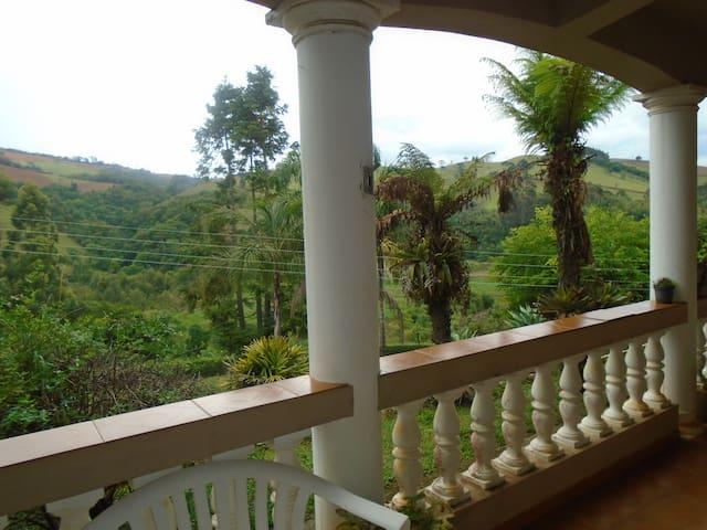 Casa de Campo Serra da Mantiqueira - camanducaia - Srub