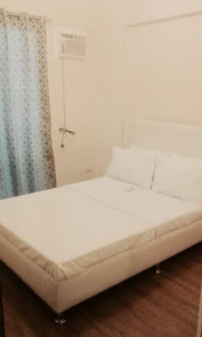 Double bed with clean bedsheets