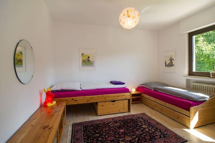 Im Schlafzimmer Timo gibt es zwei Einzelbetten (und optional eine dritte Schlafliege).