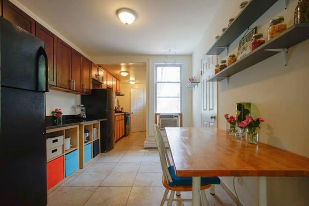 Cozy room half block from metro appartamenti in affitto for Aki kitchen cabinets astoria ny