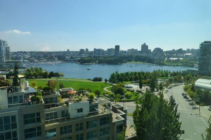 2 Bdrm Yaletown Apt - Ocean View - Vancouver