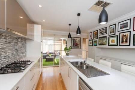 Beautiful house in Scarborough - Scarborough - Villa