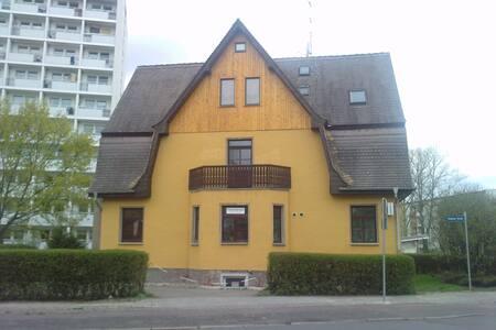 Souterrain-Wohnung in Halle Trotha - Halle (Saale)