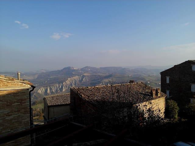 Accogliente camera in centro - Santa Vittoria In Matenano (FM) - Bed & Breakfast
