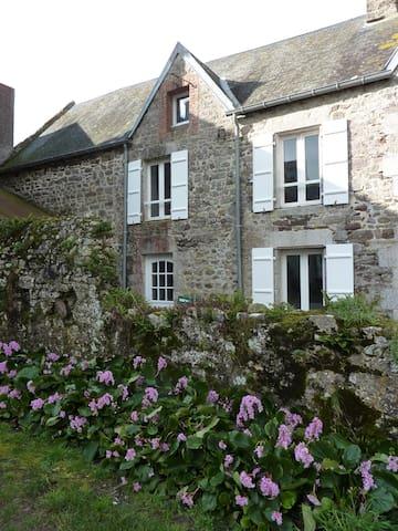 Petit gîte en pierre de pays - Regnéville-sur-Mer - Hus