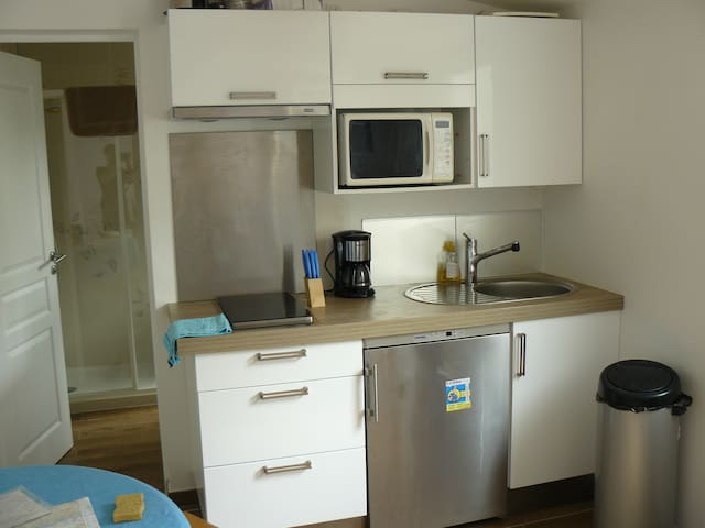 Renovated studio 20 min from Central Paris