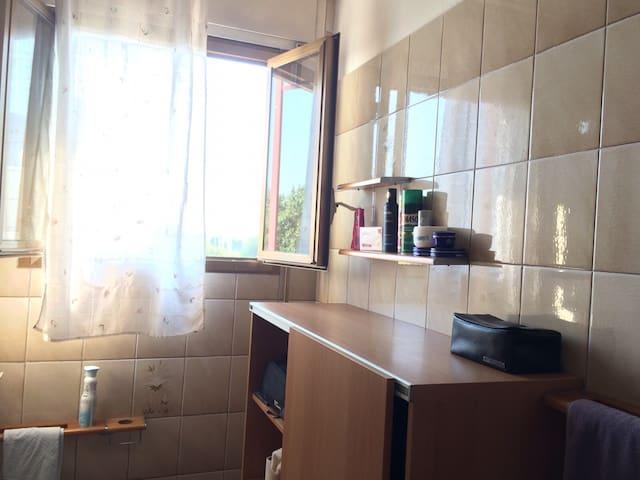 Big room quiet and confortable - Milão - Apartamento