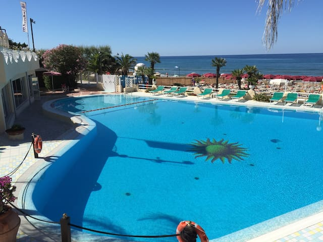 Hotel 4 stelle directly on Sperlonga beach - Sperlonga - Bed & Breakfast