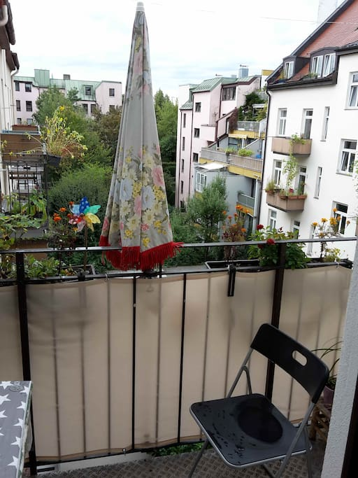 Balkon zum ruhigen Innenhof