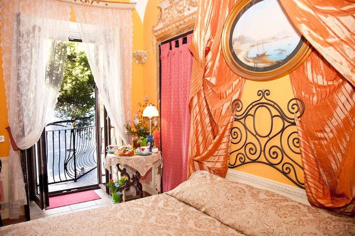 B&B Casale del Barone Sorrento Coast, 'RoomKing' - Vico Equense - Bed & Breakfast