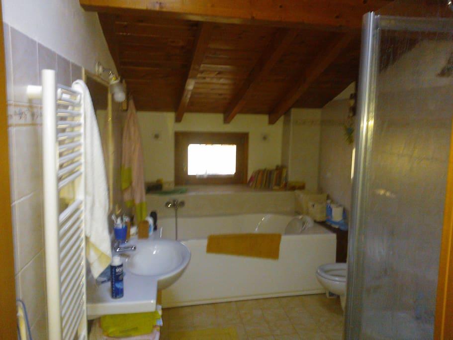 Bathroom 1 hydromassage