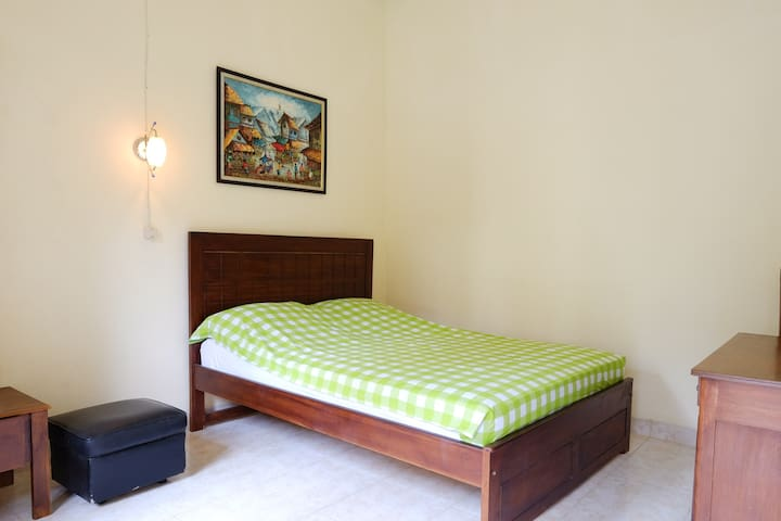 Larisa 2 (Cozy room jogja airport and temple)