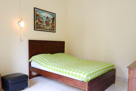 Cozy room jogja airport and temple - Bed & Breakfast