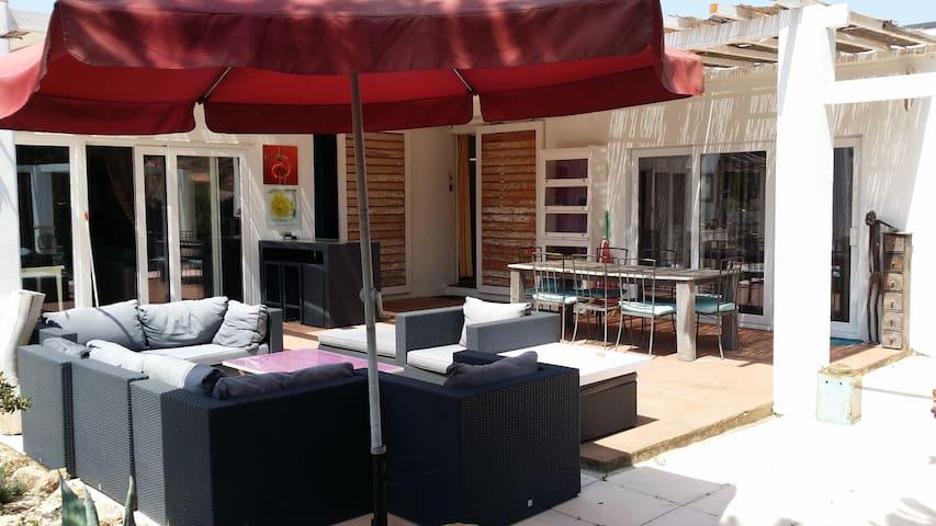 Villa st Tropez Pieds dans l'eau 7 personnes