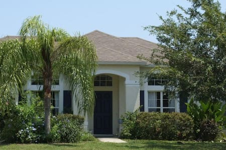 Beautiful Lakefront Home - DeLand