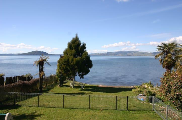 Lakeside Relaxation - Rotorua - Casa