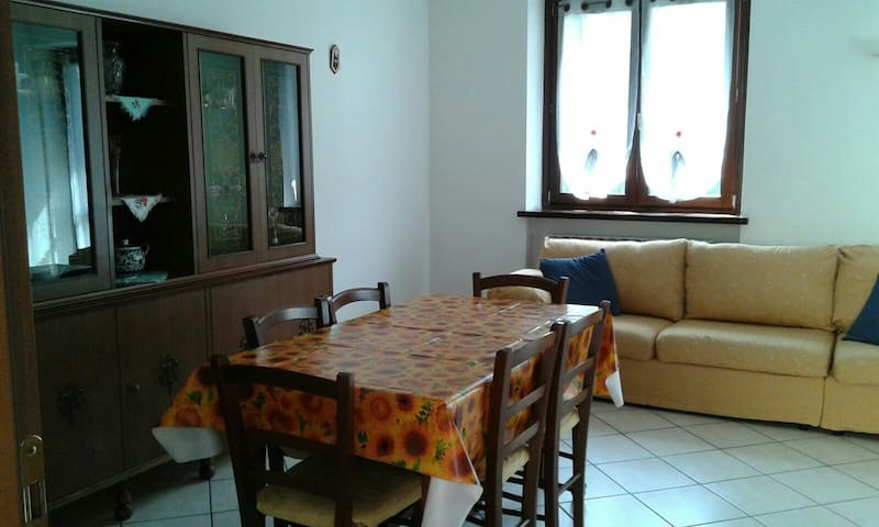 Cozy apartment in town - Sovere - Appartement