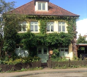 Zimmer mit eigenem Bad & Eingang - Oldenburg - House