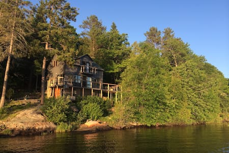 Superbe Chalet on Lac NOIR! - Saint-Jean-de-Matha - 独立屋