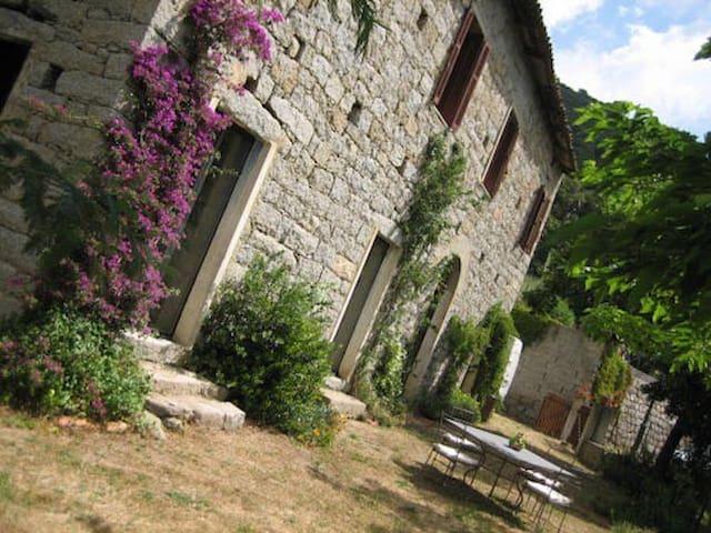 Antica casa in pietra in villaggio - Guargualé - Huis