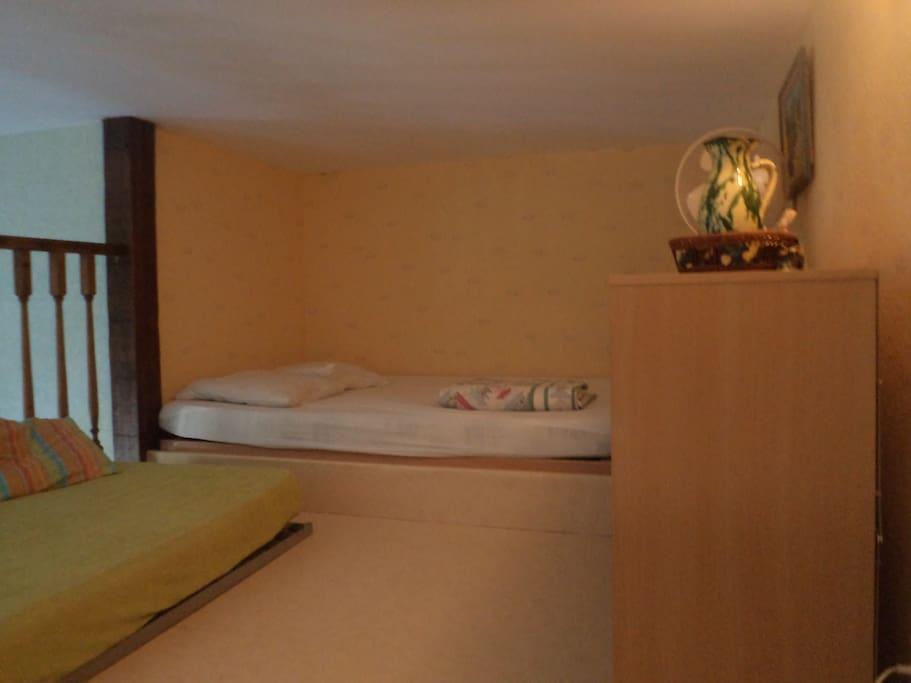Mezzannine,couchages ,1 lit 2 personnes,1 lit 1 personnes,meuble de rangement
