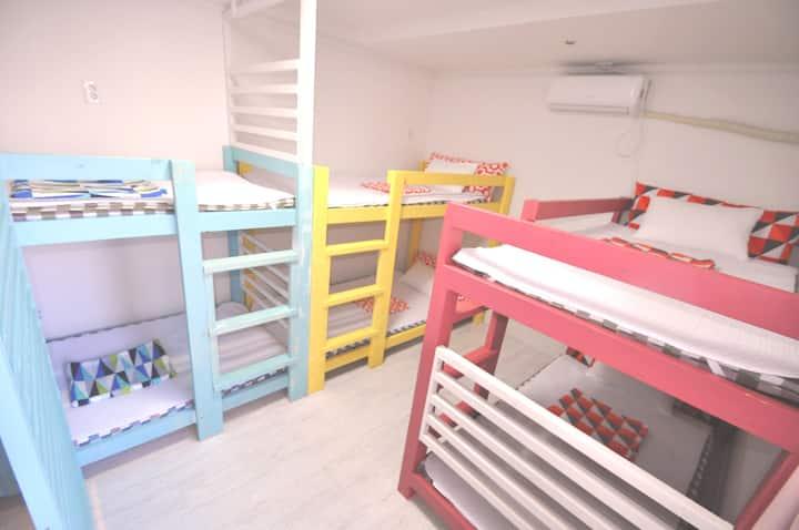 慢城青年旅馆-整洁简约方便的住宿~~^^6人女生宿舍(一张床位)