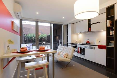 Modern 1BR+Courtyard Great Location - South Yarra