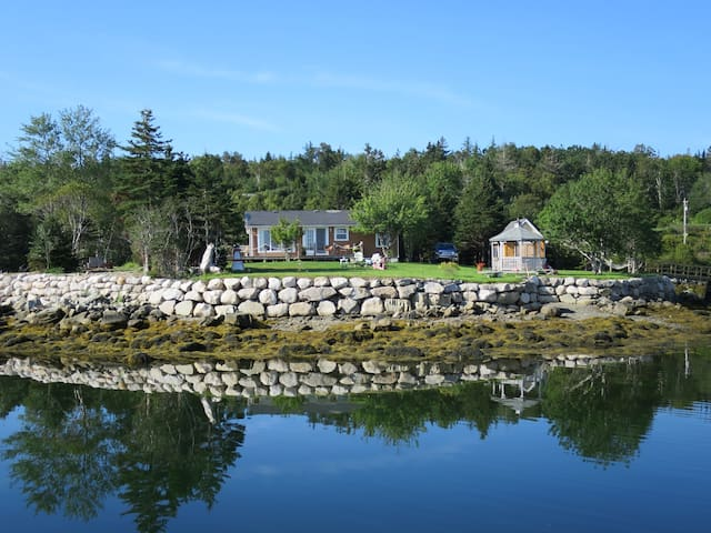 EZ Breeze Seaside Cottage - Private - Head of Jeddore - Cabin