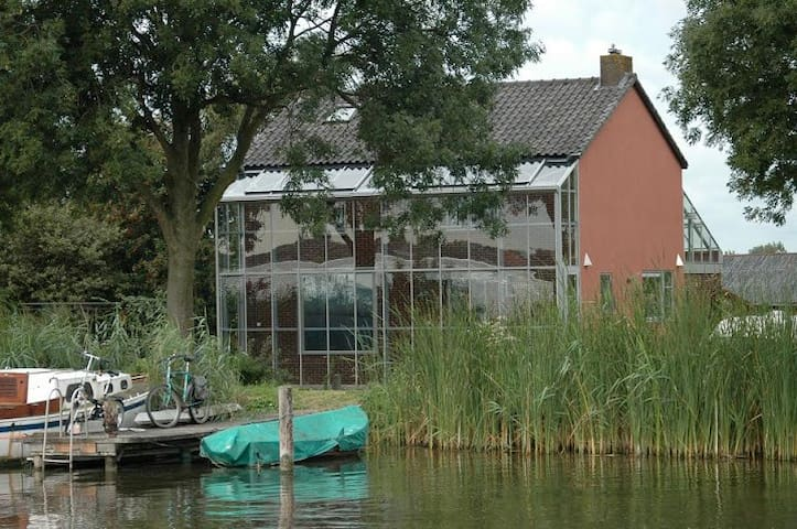 Beautiful lakehouse near Schiphol