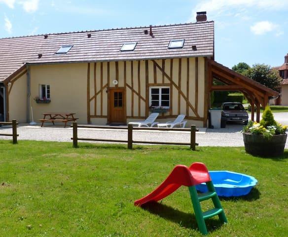 LES BAILLIS Maison de Caractère - Villegenon - Hus