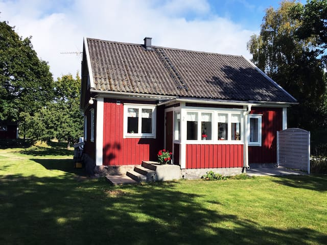 Classic wooden house in the archipelago - Karlskrona S - Huis