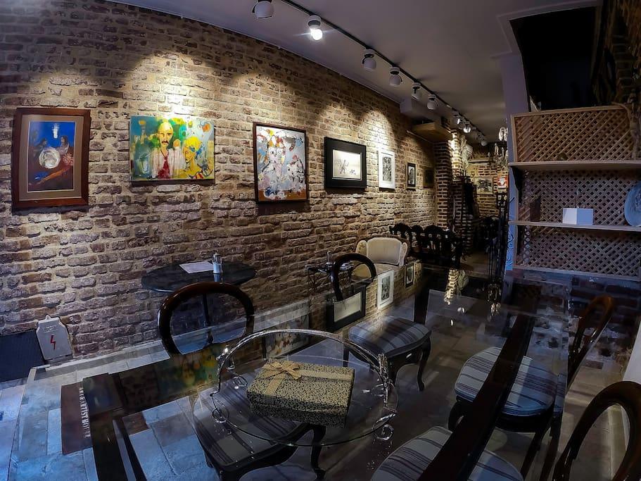 CAFE & ART GALLERY