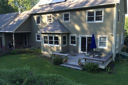Private house for foliage season! - Richmond