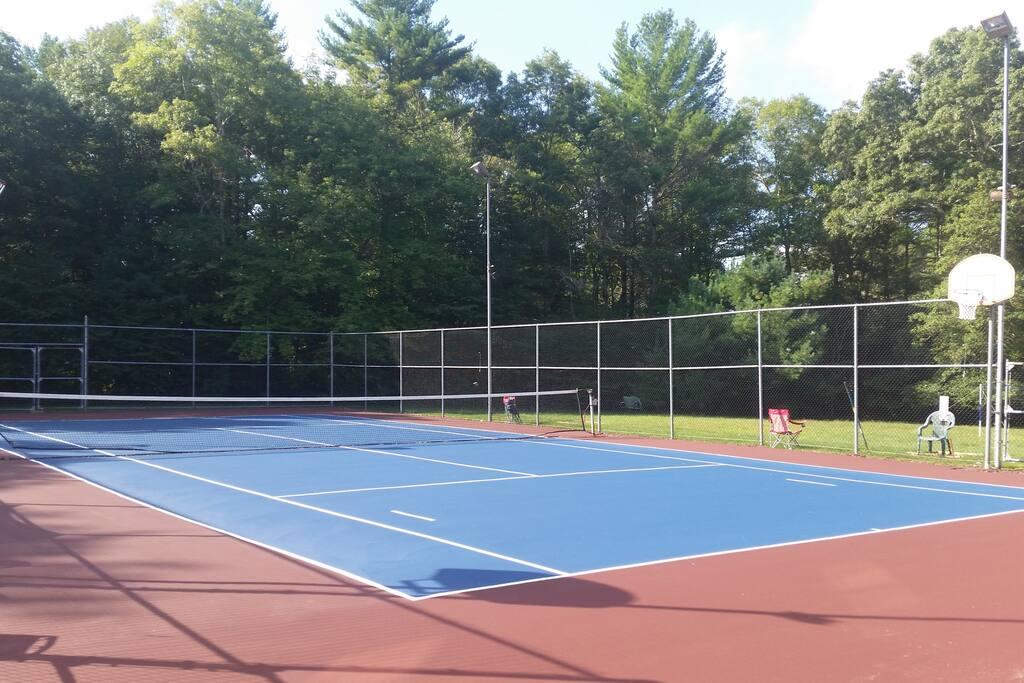Resurfaced tennis/basketball court 8/15