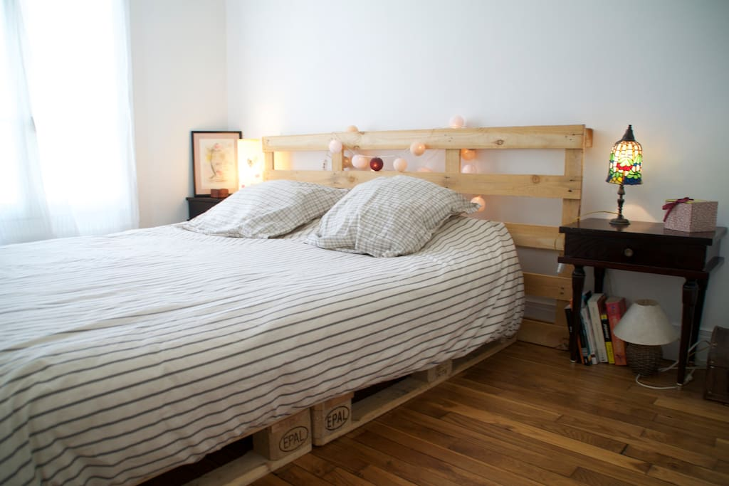 The bedroom, fresh and quiet.
