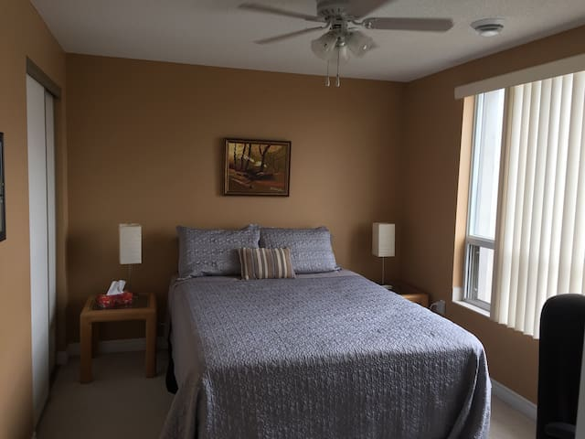 Large Room in heart of downtown KW - Kitchener - Apartamento