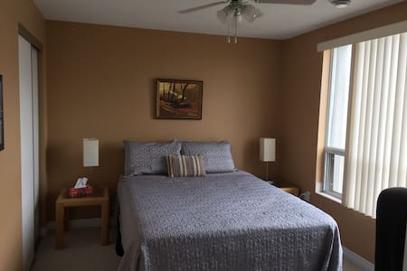 Large Room in heart of downtown KW - 基奇纳 - 公寓