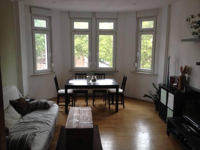 Schönes Zimmer mitten in Bornheim