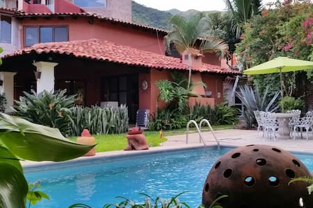 Beautiful House, Garden and Pool - Ajijic