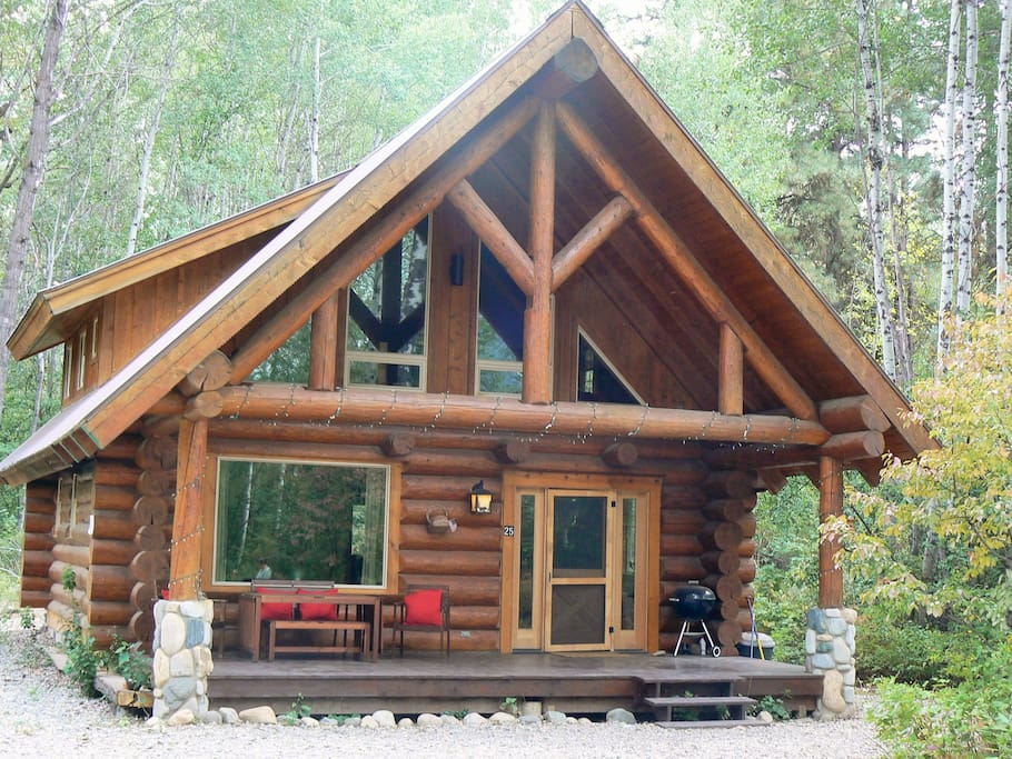 Log cabin with river trail pool sauna hot tub for Winthrop cabin rentals