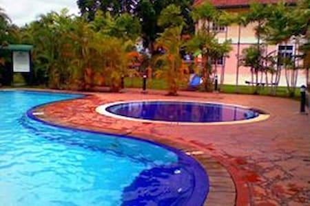 Bukit Merah Resort - Bukit Merah