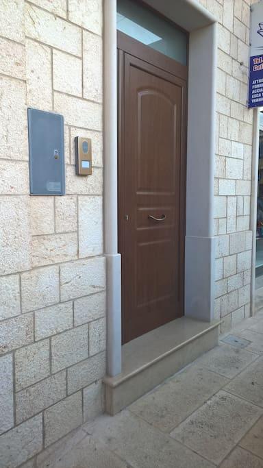 portone di accesso all'abitazione
