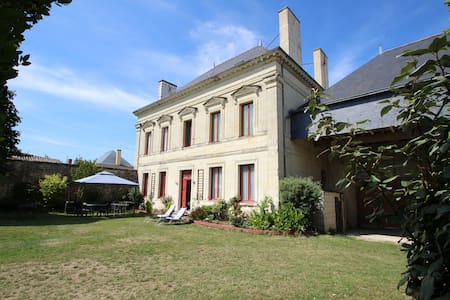 DOMAINE DES ROSES CHAMBRE VIOLET - Bed & Breakfast