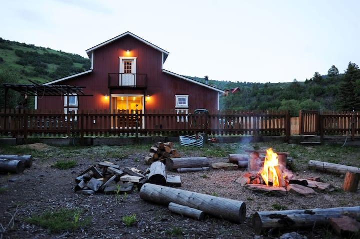 Perfect getaway - fire pit, theater, spa, sauna