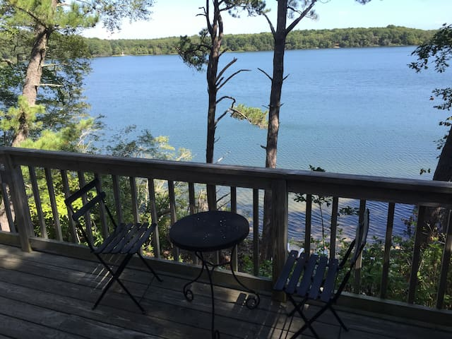 Lake Front House w Private Beach - Barnstable - Ház