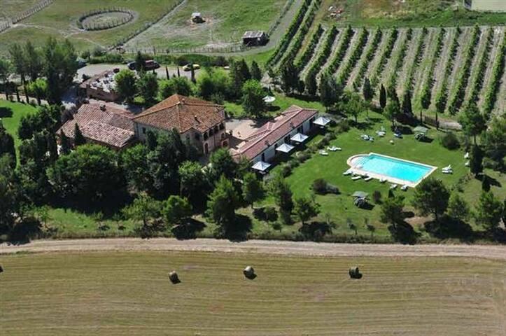 Camere in tipico casale toscano - Monteroni D'arbia
