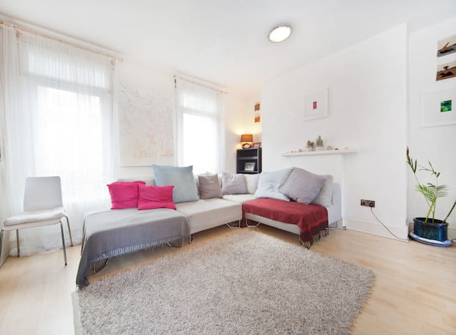 Sunny Notting Hill flat & terrace - Kensington - House
