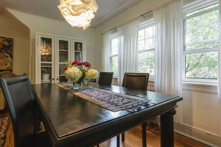 Dining Seating for 6+