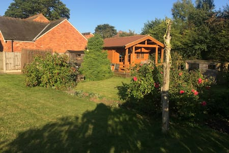 LAST MINUTE lovely home  nr Cadwell, Louth , beach