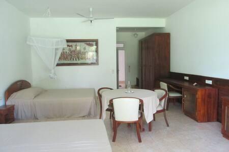 """Familyroom """"Deluxe"""" - Balapitiya - Bed & Breakfast"""